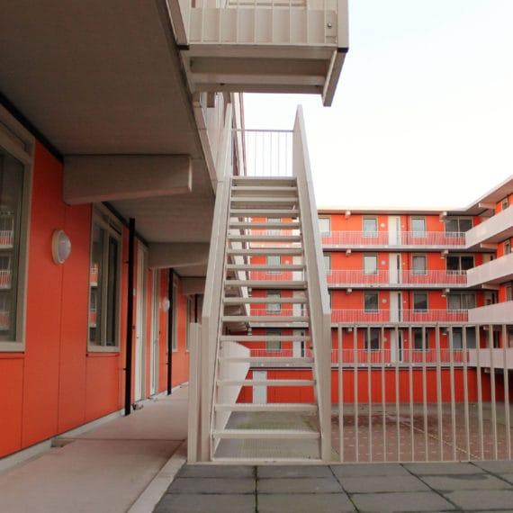 Straatman-14028-Amazonedreef-Utrecht-(11)-Lamelbalustrade-steektrap