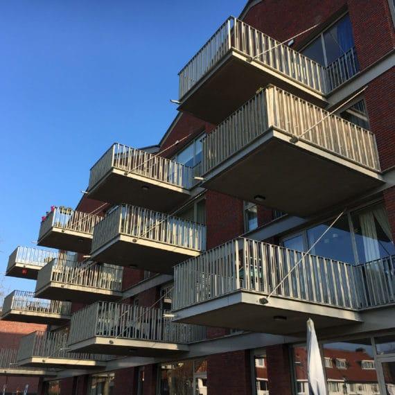 Straatman-15009-Villa-Industria-Hilversum-(10)-lamelbalustrade