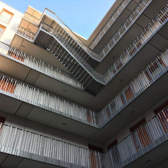 Straatman-15009-Villa-Industria-Hilversum-(7)-Hoeklijnen-balustrade