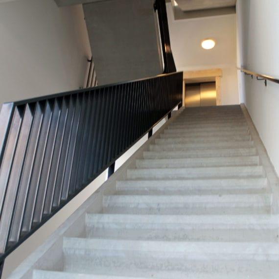Straatman-15066-De-Vluchtheuvel-Bleiswijk-(13)-lamellenhekwerk-trap